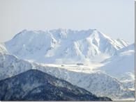 冬の室堂平と雄山